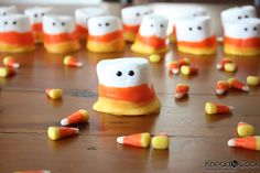 Tasty inspirations and ideas inspired by this iconic Fall candy treat - the candy corn. From candy corn sugar cookies or cheescake to yummy candy corn truffles or marshmallow treats. Halloween Snacks, Soirée Halloween, Halloween Goodies, Halloween Recipe, Healthy Halloween, Halloween Parties, Homemade Halloween, Halloween Pictures, Halloween Season