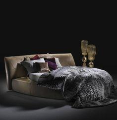 Roberto Cavalli Home Australia Limbo Curved Bed #palazzocollezioni #robertocavalli #robertocavallihome @robertocavalli