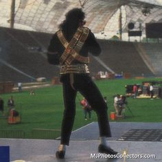 <3 Michael Jackson <3 - I think this is rehearsal for the 1993 Superbowl