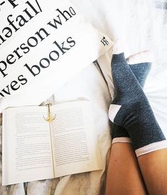 Happy Sunday! What are your plans this weekend? We recommend following @ohmybookstagram's lead and getting plenty of relaxation done.