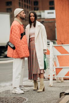Street Style: look e tendenze alla New York Fashion Week Look Street Style, New York Street Style, New York Fashion Week Street Style, Cool Street Fashion, Men Street, Street Chic, Street Wear, How To Have Style, Couple Style