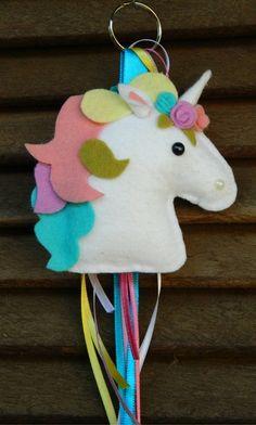 Chaveiro Unicornio de Feltro feitas especialmente para você. Mais de 346 Chaveiro Unicornio de Feltro: kit de feltro, chaveiro cavalinho de feltro, chaveiro unicornio, menina, chaveiro nuvem em feltro Christmas Craft Fair, Cowboy Christmas, Felt Christmas Decorations, Christmas Ornament Crafts, Foam Crafts, Diy And Crafts, Crafts For Kids, Unicorn Ornaments, Felt Ornaments