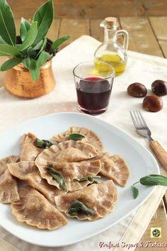 Ravioli di castagne speck e formaggi Pasta Maker, Tortellini, Crepes, Pasta Recipes, Menu, Foods, Chicken, Noodle, Fantasy