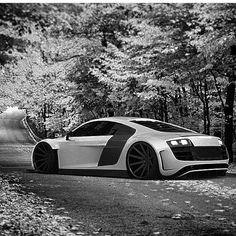 Audi R8 (photo: @robevansdesign )
