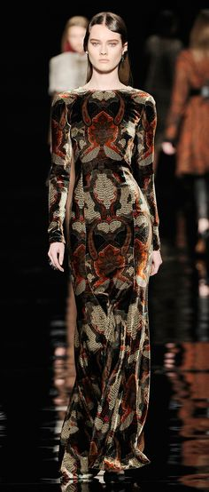 """"""" Shireen Baratheon Etro f/w 2012-13 """" Just love the material This dress reminds me towards the end of the 1960s. The dress is long and forms the body well. The pattern use makes the dress look like it was inspired by the late 1960s. 4/2/15"""