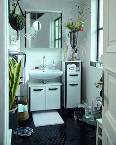 Der weiße Badezimmerteppich Soft Bath, der neuen Kollektion, ist besonders flauschig durch seinen höheren Flor. Schaut im Shop vorbei und stöbert durch unsere neuen Produkte.💚 #onloom #myonloom #onloomteppiche #frischeswohnen #teppich #wohnen Soho, Decorative Tile, Double Vanity, Bathroom, Tom Tailor, Instagram, Room Interior Design, Bathing, Living Room