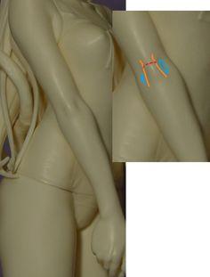 """辻村聡志/フリーフィギュア原型師さんのツイート: """"膝についてお話しましたので、肘について考察してみます。 2本のオレンジの線の間が肘(骨)のある盛り上がる所。 赤い印は、関節の折り曲げによってできるしわ。 デフォルメフィギュアの場合は割愛しています。 青い印は凹んだ所です。 https://t.co/taB43Hz21j"""""""