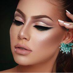 """𝐌𝐀𝐐𝐔𝐈𝐀𝐆𝐄𝐌 𝐕𝐈𝐕𝐀𝐆𝐋𝐀𝐌 ♡ compartilhou uma foto no Instagram: """"@anaveigga ✨"""" • Veja 16.9 mil fotos e vídeos em seu perfil. Fotos Do Instagram, Professional Makeup, Foto E Video, Earrings, Jewelry, Make Up, Profile, Ear Rings, Stud Earrings"""
