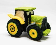 Little and grown up boys wish to have a tractor - for sure! Die substructure is either made with rigid foam board or wallboard. Each piece of the tractor is crocheted fully fashioned and then assembled.For experience Crochet Car, Crochet Baby Toys, Crochet Dolls, Free Crochet, Crochet Motifs, Crochet Patterns, Amigurumi Patterns, Papier Diy, Back Post Double Crochet