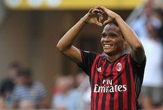 @Milan Carlos #Bacca spacca una #Tripleta #9ine
