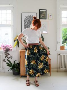 DIY tutorial skirt with golden elastic waist with fabric world cloth Couture Diy Jupe Midi, Midi Skirt, Denim Crafts, Complimentary Colors, Couture Sewing, Cute Winter Outfits, Rock, Elastic Waist, High Waisted Skirt