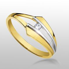Gold Ring. The photo has been taken in my studio