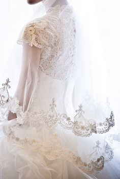 The beauty of a lace-edged veil