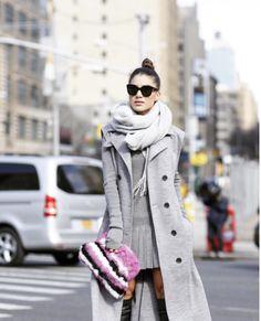 Na última semana aconteceu a Semana de Moda de Nova York e algumas blogueiras foram conferir os desfiles debaixo de muito muito frio…. rs Para inspirar nosso Inverno, separei looks da Camila Coelho e Thássia Naves cheios de estilo para inovarmos nas nossas produções! INSPIRE-SE: amei esse look  fotos: reprodução/ instagram Gostaram? Essas meninas …