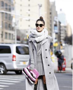 Na última semana aconteceu a Semana de Moda de Nova York e algumas blogueiras foram conferir os desfiles debaixo de muito muito frio.... rs Para inspi...