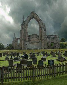 Bolton Abbey ruinas y el cementerio - North Yorkshire, Inglaterra.