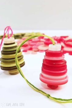 Button Christmas Ornaments Easy and Fun Girl Just DIY! Get creative with button crafts and make these cute and colorful Button Christmas Ornaments for your tree or as a cute tie on to packages. Popsicle Stick Christmas Crafts, Christmas Crafts For Toddlers, Christmas Ornament Crafts, Diy Christmas Gifts, Holiday Crafts, Button Ornaments Diy, Christmas Decorations, Christmas Ideas, Easy Ornaments