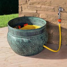 Nice method to hide away your hose pipe