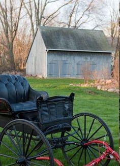Living the Amish way. Country Barns, Amish Country, Country Life, Country Living, Farm Barn, Old Farm, Old Wagons, Horse And Buggy, Barns Sheds