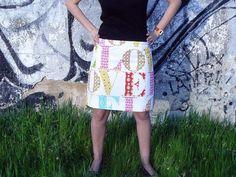 Falda blanco/multicolor/fucsia (tela sintética y lino), cintura elástica.