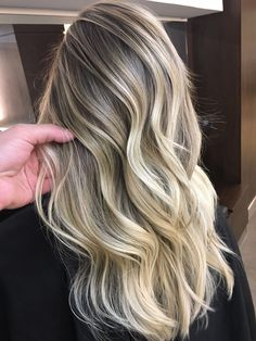Best tape in human hair extensions, clip in human hair extensions, pre bonded hair extensions on sale. High quality pure human hair extension at lower price. Blonde Hair Looks, Brown Blonde Hair, Hair Color Balayage, Blonde Balayage, Cabelo Ombre Hair, Lilo Und Stitch, Real Human Hair Extensions, How To Make Hair, Hair Goals