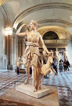 Diane de Versailles. The Louvre. Paris, France. Diana de Versalles, copia romana del original griego atribuido a Leocares (Museo del Louvre, París).