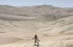 El holandés Erik Wevers busca ayuda en medio del desierto. (Foto: AP) Etapa 4