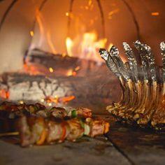 Faire cuire de la viande dans un four à bois