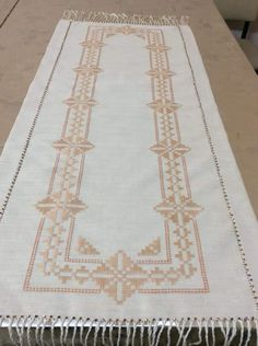 Hardanger Embroidery, Bargello, Diy And Crafts, Projects, Handmade, Embroidered Towels, Bath Towels & Washcloths, Embroidery Stitches, Burlap Table Runners