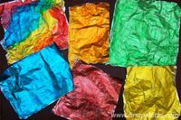 Color aluminum foil in a few easy steps. Once dry, it can be used for making colorful metallic collages, mosaics, and other craft projects. Diy Arts And Crafts, Crafts To Make, Fun Crafts, Crafts For Kids, Baby Crafts, Paper Crafts, Painting For Kids, Art For Kids, Kid Art