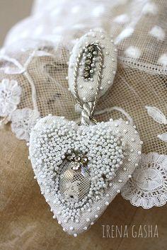 Irena Gasha/Ирена Гаша - Сайт irenagasha Bead Embroidery Jewelry, Textile Jewelry, Fabric Jewelry, Beaded Embroidery, Beaded Jewelry, Zardozi Embroidery, Couture Embroidery, Beaded Brooch, Crochet Earrings