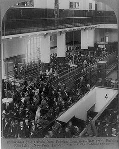 Processing Immigrants (1904) Ellis Garden Island  (Ook opa is hier doorheen gegaan in  1904)