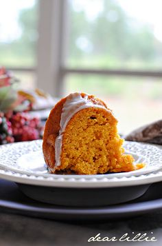 pumpkin spice bundt cake//  Spice cake mix is also used.  ** Made this- even without the glaze it was great.  :)  Will be making another for Thanksgiving.