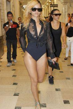 Rihanna, la discreción no es cosa de ella. http://www.cosmopolitantv.es/noticias/1447/miley-y-riri-la-discrecion-no-es-cosa-de-ellas