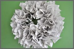 Make a book page wreath in just 3 easy steps, a simple tutorial at Sparkles of Sunshine. How To Make Wreaths, Crafts To Make, Diy Crafts, Paper Crafts, Christmas Books, Christmas Wreaths, Xmas, Egg Shells In Garden, Book Page Wreath