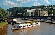 """Samstags kann man nach Sarreguemines fahren. ... Und Mittwochs. Mit dem Schiff von Saarbrücken aus. Ne sehr schöne Tour. Sollte man mal gemacht haben.  <a href=""""http://de.wikipedia.org/wiki/Sarreguemines"""">http://de.wikipedia.org/wiki/Sarreguemines</a>"""