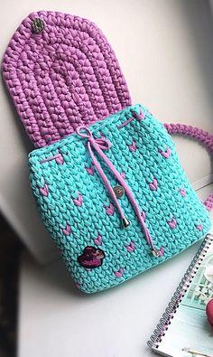 Patrones de ganchillo gratis para bolsos y bolsas imágenes e ideas para 2019 Parte 31; bolso tejido paso a paso; bolso tejido dos agujas; bolso bordado; bolso tejido #bolsos #bolsosdetela #bolsosdemano #bolsosmujer #puntodecruz #manualidades #tejidos #ganchillo #lana #punto #artesanias #patrones Crochet Backpack Pattern, Bag Pattern Free, Crochet Handbags, Crochet Purses, Crochet Designs, Crochet Patterns, Crochet T Shirts, Yarn Bag, Crochet Coat
