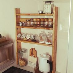 Japanese Kitchen, Home Organization, Pallets, Liquor Cabinet, Kitchen Decor, Therapy, Shelves, Architecture, Storage