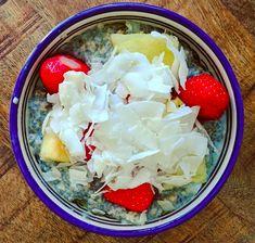 Recept om snel een heerlijk tropisch ontbijt van havermout en chiazaden te maken. Warm of koud. Superlekker en heel gezond. Cabbage, Om, Vegetables, Cabbages, Vegetable Recipes, Brussels Sprouts, Veggies, Sprouts
