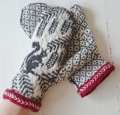 Ravelry: Ekorrvantar /squirrel mittens pattern by Anita Viksten Knitted Mittens Pattern, Fair Isle Knitting Patterns, Knit Mittens, Knitting Charts, Knitting Socks, Hand Knitting, Crochet Patterns, Wool Gloves, Knitted Gloves