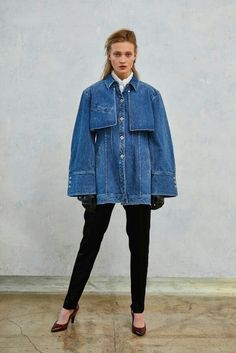 Denim Fashion, Runway Fashion, High Fashion, Fashion Outfits, Womens Fashion, Denim Ideas, Denim Trends, Ropa Upcycling, Look Jean