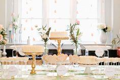 contact Anastasia Stevenson How to DIY Wedding Flowers Erin mcginn photo Diy Wedding Planner, Diy Wedding Cake, Creative Wedding Cakes, Wedding Cakes With Flowers, Wedding Cake Designs, Flower Decorations, Table Decorations, Style Me Pretty Living, Fresh Flower Cake