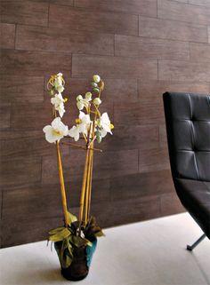 O porcelanato retificado Pau-Brasil Natural, da linha Actual (Itagres), vai bem em paredes e pisos de interiores e exteriores. Telhanorte, R...