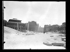 Antes del edificio Carrión (así se apedillaba el arquitecto; hoy conocido como edificio Capitol): construcción del tercer tramo de la Gran Vía, año,1929.