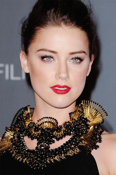 Megan Fox and Amber Heard Edits: Photo Most Beautiful Faces, Beautiful Gorgeous, Amber Heard Hot, Amber Head, Soft Make-up, Hollywood Girls, Hollywood Actresses, Most Beautiful Hollywood Actress, Girl Pictures