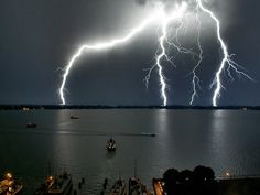pics of lightning strikes | AWESOME LIGHTNING STRIKES - Gallery