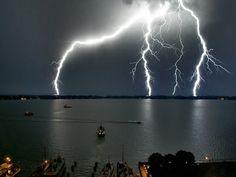 pics of lightning strikes | AWESOME LIGHTNING STRIKES - Gallery