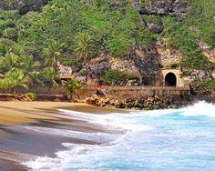 Que hermosa Vista del Túnel de Guajataca y la playa en Isabela, Puerto Rico/ Fotografía Marta Ortíz