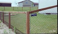 Affordable & Easy Chain Link Fence Makeover Option – Mom in Music City - Garden Design 2020 Dog Fence, Front Yard Fence, Fence Gate, Fenced In Yard, Gabion Fence, Pallet Fence, Cedar Fence, Fence Panels, Black Chain Link Fence