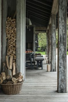Stefano Scatà Food Lifestyle and Interiors photographer Traditional Rumanian house in Breaza Exterior Design, Interior And Exterior, Scandinavian Cabin, Timber Architecture, Traditional Interior, Cabins In The Woods, Rustic Interiors, Rustic Style, Rustic Decor